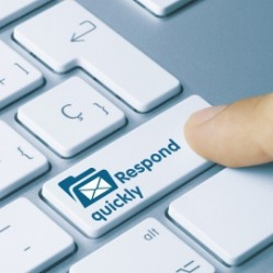 keyboard with button that says respond quickly